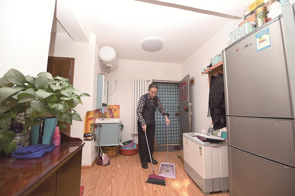 齐福来将家里收拾得干净温馨。