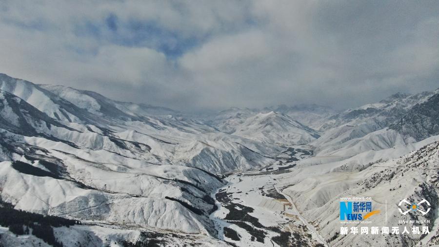 寒冬时节瞰雪后祁连 尽览北国壮丽美景