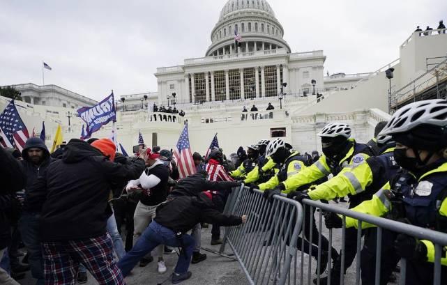 美第一夫人谴责国会骚乱:先哀悼特朗普支持者,把死亡警察排后面