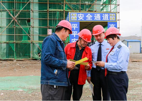 """税务""""项目管家""""在城北集中供热工程项目施工点调研"""