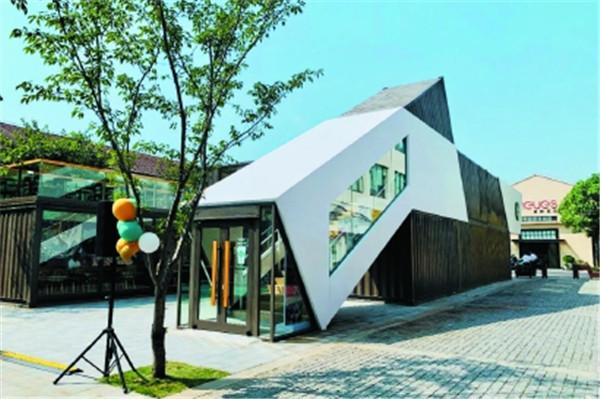 宝山老工业遗址变身创意园,集装箱变成咖啡馆