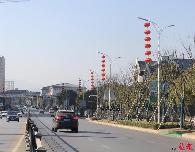 红灯笼高高挂 南昌街头年味越来越浓(图)