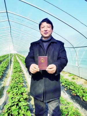 不唯学历论文 南昌49位农民评了职称
