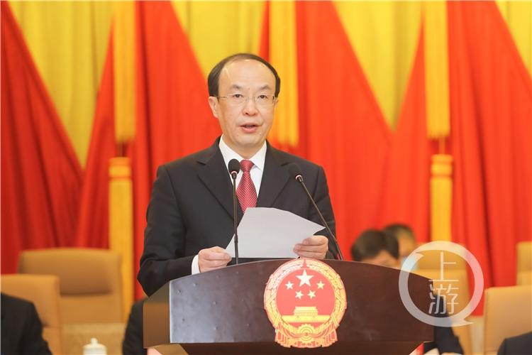 大足区人民政府区长李步彬作政府工作报告。