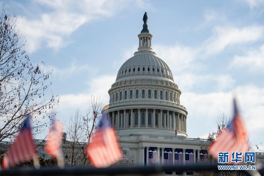 这是1月13日在美国首都华盛顿拍摄的国会大厦。新华社记者 刘杰 摄
