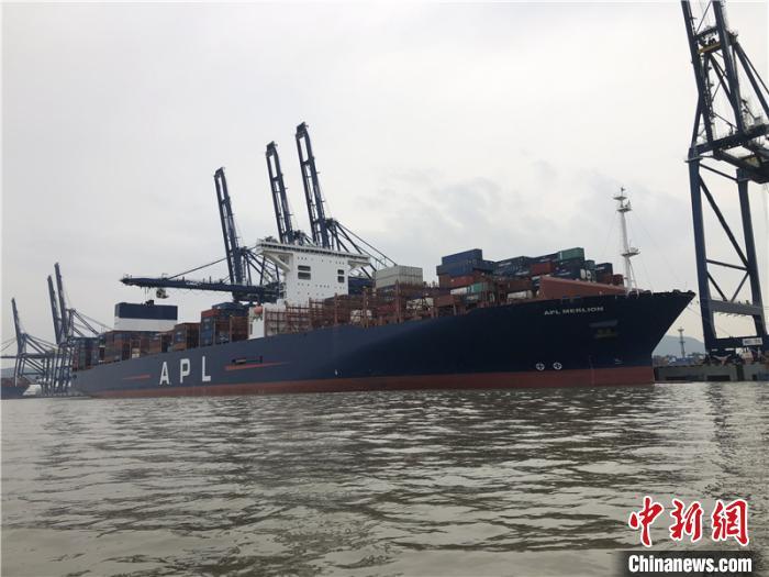 海事护航现场。宁波海事局供图