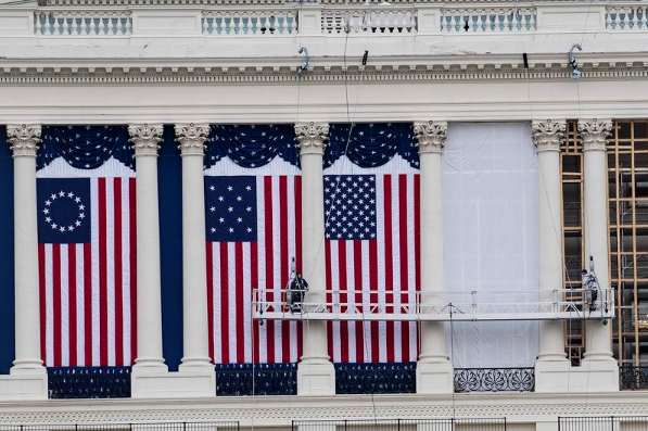 """""""擒王""""大戏渐入高潮:众议院将投票弹劾,特朗普""""逃离""""华盛顿"""