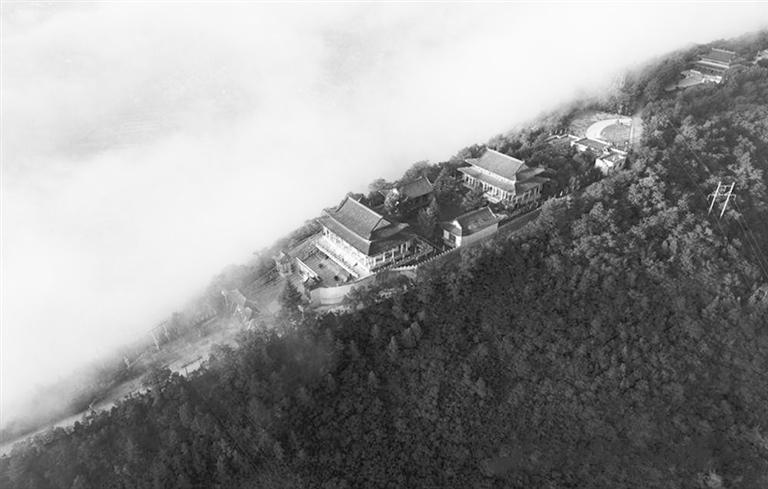 回山上的王母宫建筑群 景区供图