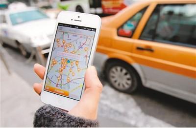 用户正在用打车软件叫车。   图片来源于网络