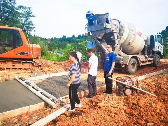 夯实公路基础设施建设。
