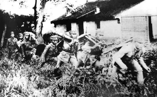 ◆第18军官兵奔赴罗店前线