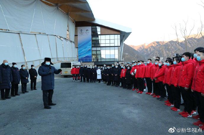 习近平:要通过举办冬奥会把我国冰雪运动搞上去