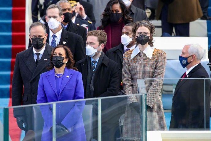美副总统哈里斯就职典礼造型 获价值820万美元媒体影响力