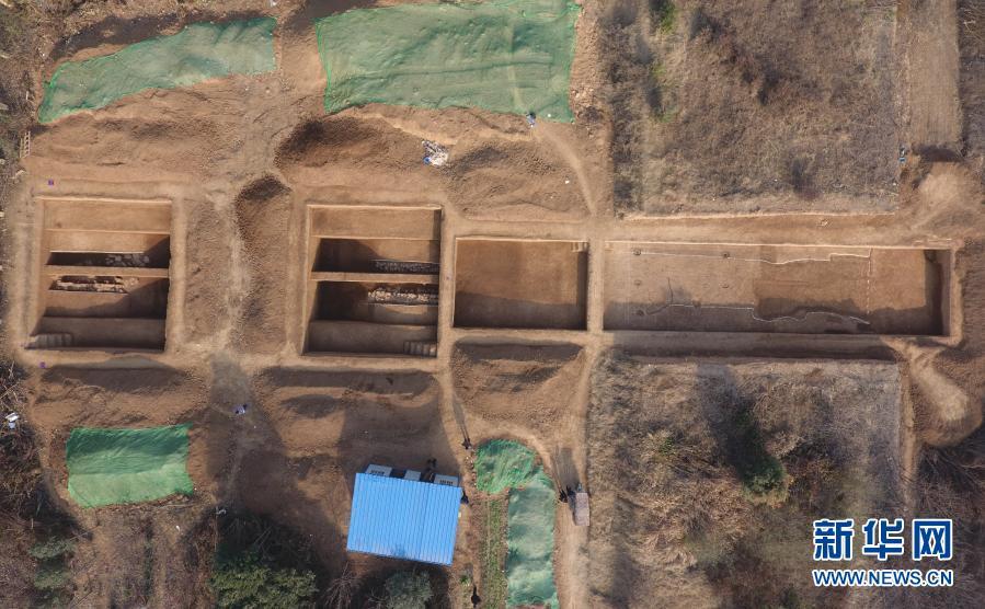 这是河南省洛阳市偃师商城遗址发掘现场局部(无人机照片,资料照片)。新华社发