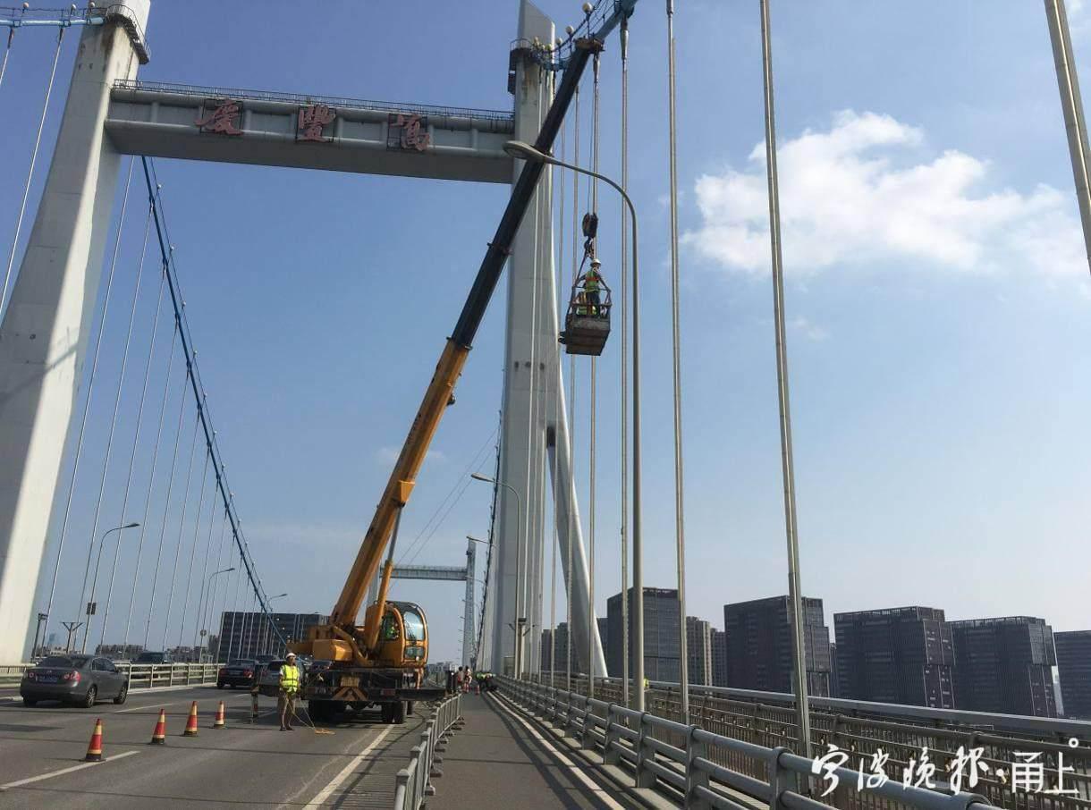 桥梁吊杆检查.jpg