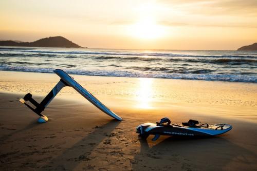 """""""御剑飞行""""不是梦 WaveShark发布新一代电动冲浪板"""