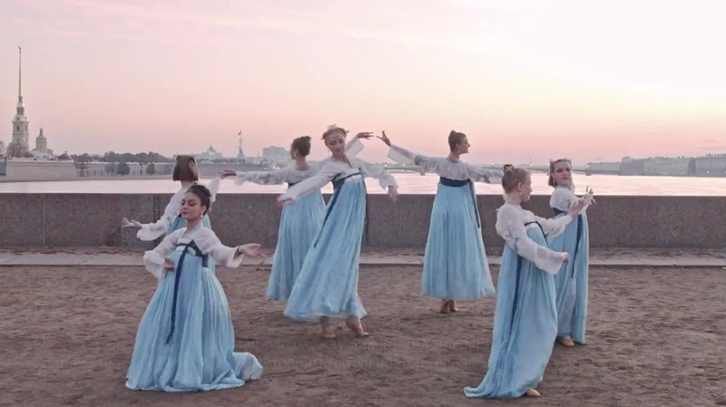 俄罗斯女大学生穿中国汉唐服饰跳古风舞,绝了!
