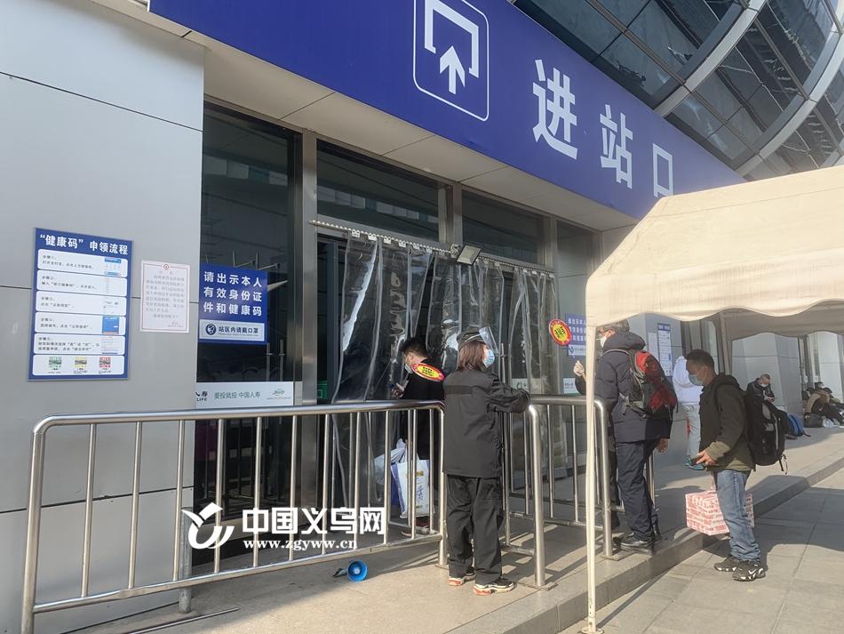 春运首日义乌火车站共发送旅客约1.7万人次,相比去年春运首日下降了约56%。中国义乌网 图