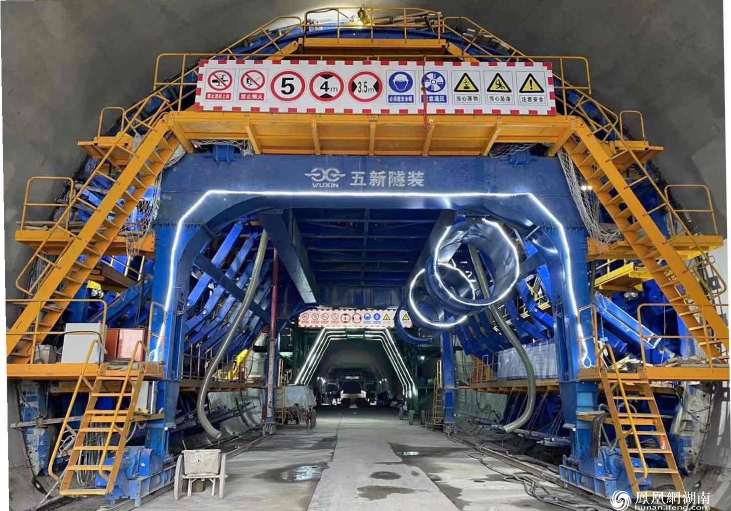 五新隧装生产的隧道(隧洞)衬台浇筑车(供图/五新隧装)
