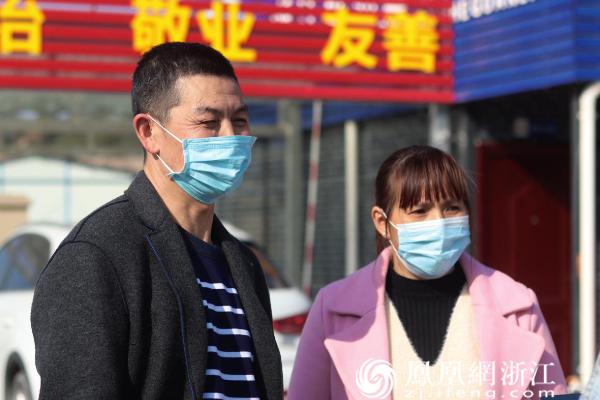 留丽过年人员 摄影:严炫炫