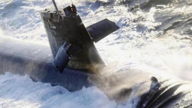 日本潜艇碰撞事故,日媒:可能系人为失误造成