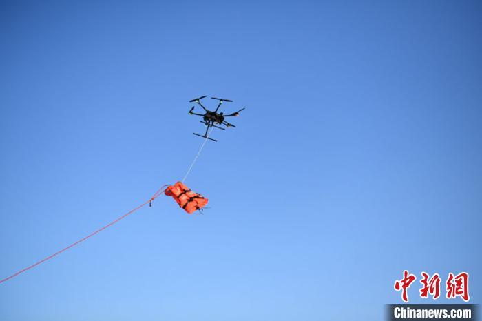 寒冬中长春消防救援支队开展冰面救援训练