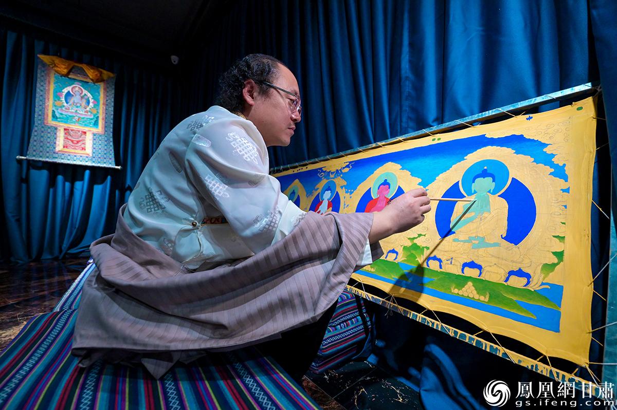甘肃省非物质文化遗产项目天祝唐卡代表性传承人马才成 杨艺锴 摄