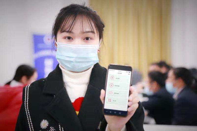 中国移动5G电子印章助力贵港市持续提升营商环境。区弘哲/摄