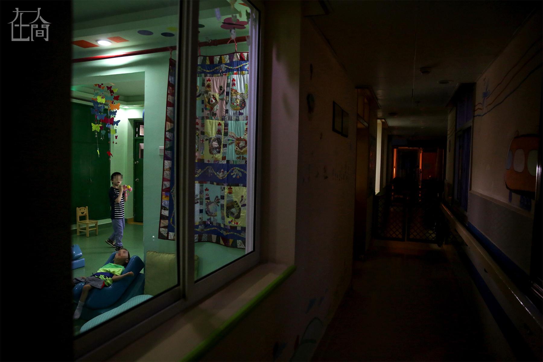 在人间   蝴蝶之家:118个孩子在这里接受了临终关怀