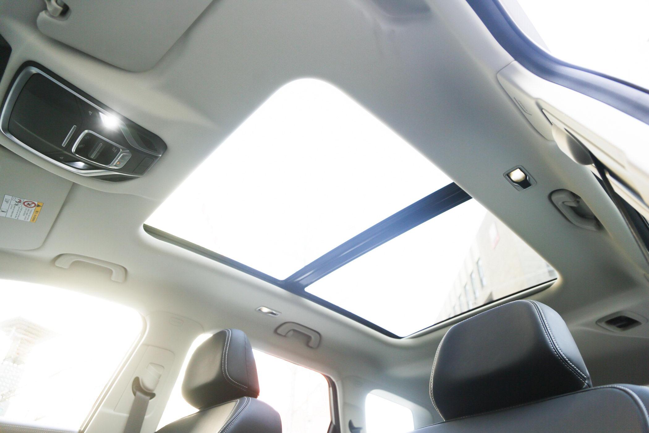 静态体验吉利豪越7座版 智能座舱营造家的感觉