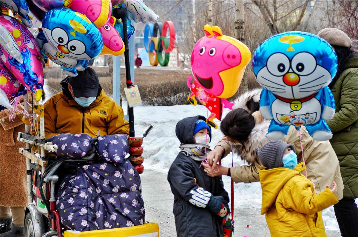 挂个气球才有过年气氛。