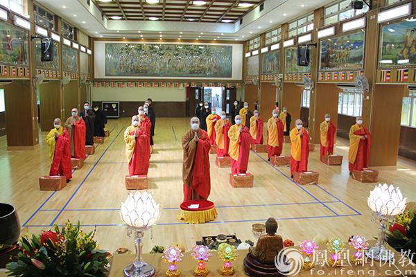 """香港佛教联合会""""辛丑年新春祈福""""现场,至诚祈愿,为市民送上祝福。(图片来源:凤凰网佛教 摄影:香港佛教联合会)"""