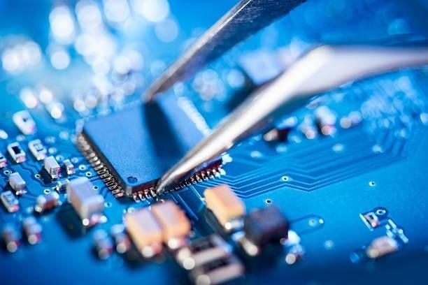 专家:传统汽车向新能源汽车和智能网联汽车发展,芯片使用量越来越多