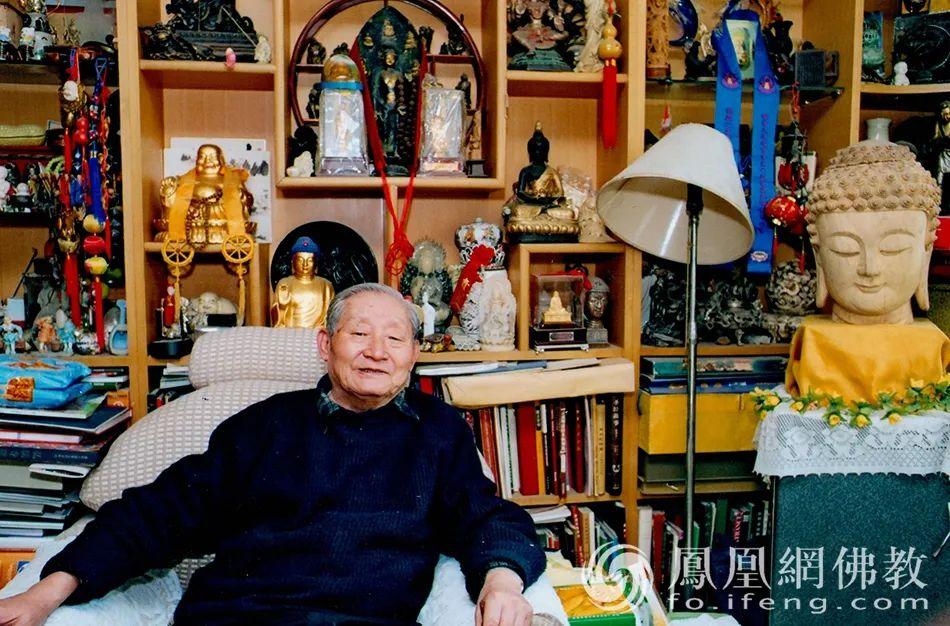 此外,黄心川先生发表论文200余篇,其中一部分已经被译成英文、日文、韩文、孟加拉文等(图片来源:凤凰网佛教)