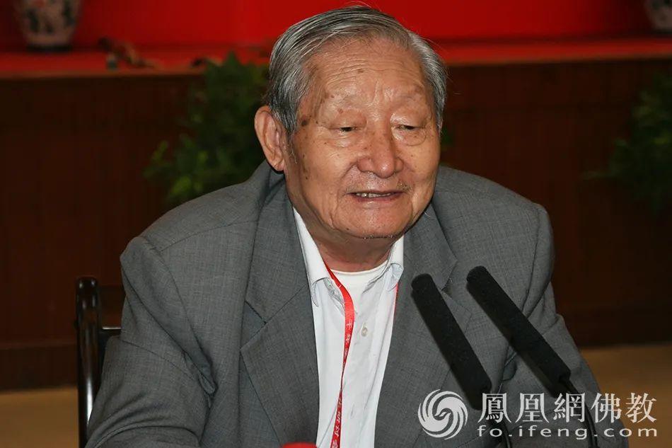 2009年9月14日,黄心川先生出席山东兖州佛教历史文化研讨会(图片来源:凤凰网佛教)