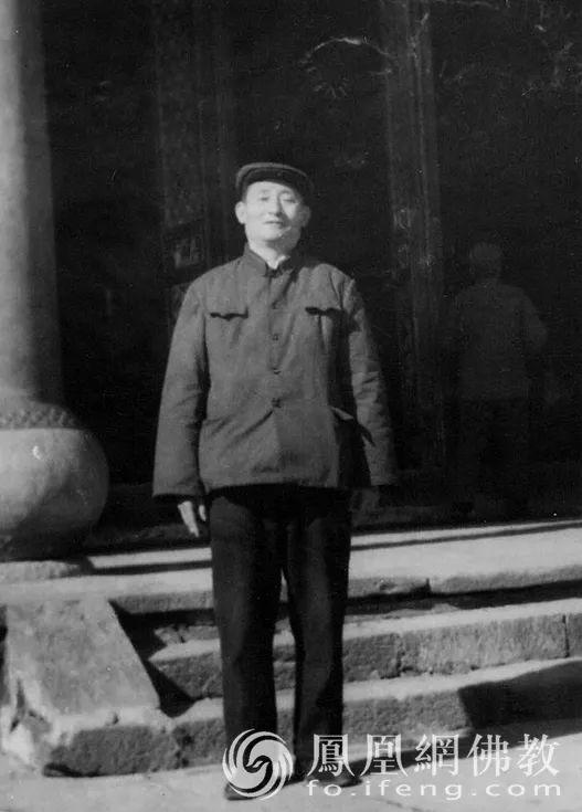 1964年响应毛主席号召,参与组建中国科学院哲学社会科学部世界宗教研究所,先后任伊斯兰教与佛教研究室主任、副所长、研究员,中国社会科学院与北京大学合办的南亚研究所副所长、教授。中国社会科学院亚洲太平洋研究所所长、南亚文化研究中心主任、韩国研究中心顾问、东方文化研究中心名誉主任、北京社会科学院南亚研究中心顾问等(图片来源:凤凰网佛教)