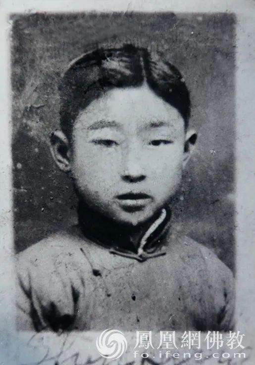 黄心川先生1928年7月30日出生于江苏常熟工商业家庭,图为童年时期的黄心川先生(图片来源:凤凰网佛教)