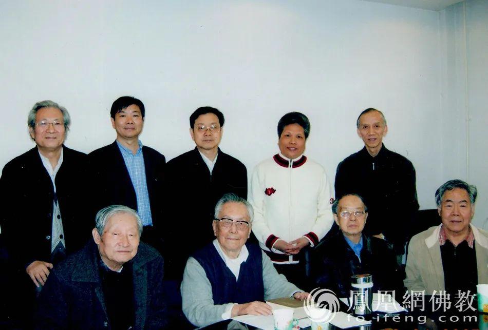 黄心川先生一生教书育人,培养多名硕博士生。他正气于身,不怕打击,胸襟坦荡,乐于助人,勤于著述,学识广博,在学术界拥有重大影响(图片来源:凤凰网佛教)