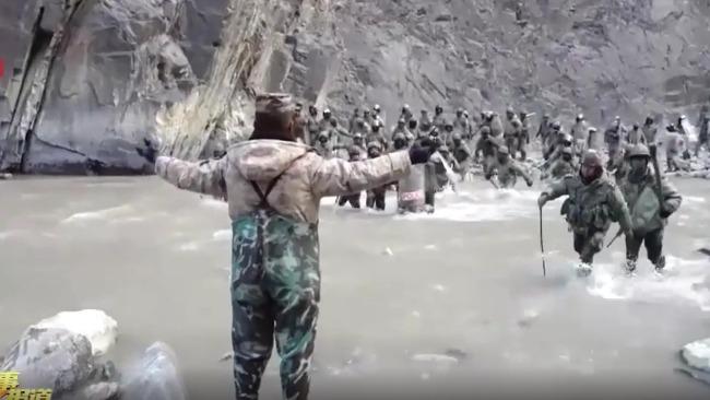 中印加勒万河谷冲突现场视频:解放军与数倍于己的外军殊死搏斗