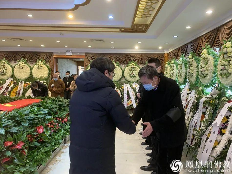 慰问黄心川先生家属(图片来源:凤凰网佛教)