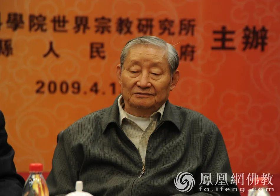 2009年4月12日,黄心川先生出席山东汶上第二届太子灵踪文化节(图片来源:凤凰网佛教)