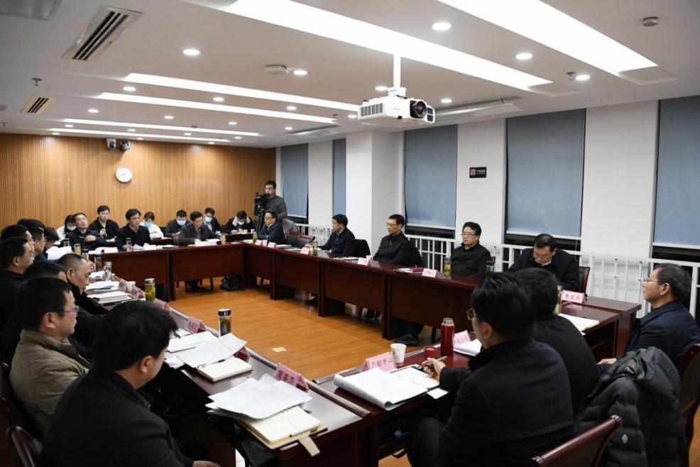 2月18日晚,第一小组展开分组讨论。