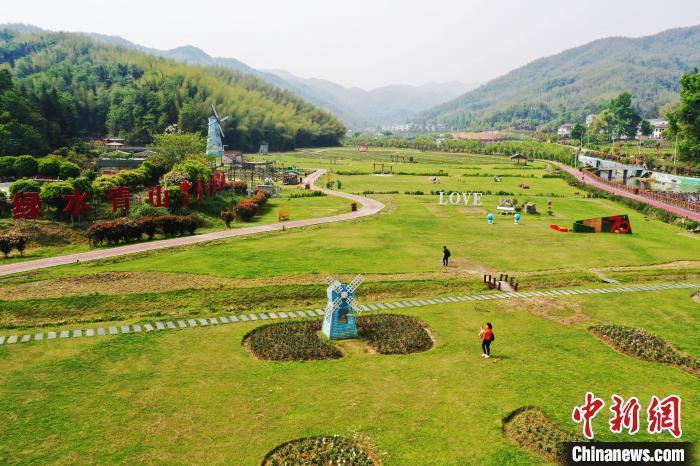 图为江西省南昌市湾里管理局九龙溪生态休闲公园。(资料图) 刘占昆  摄