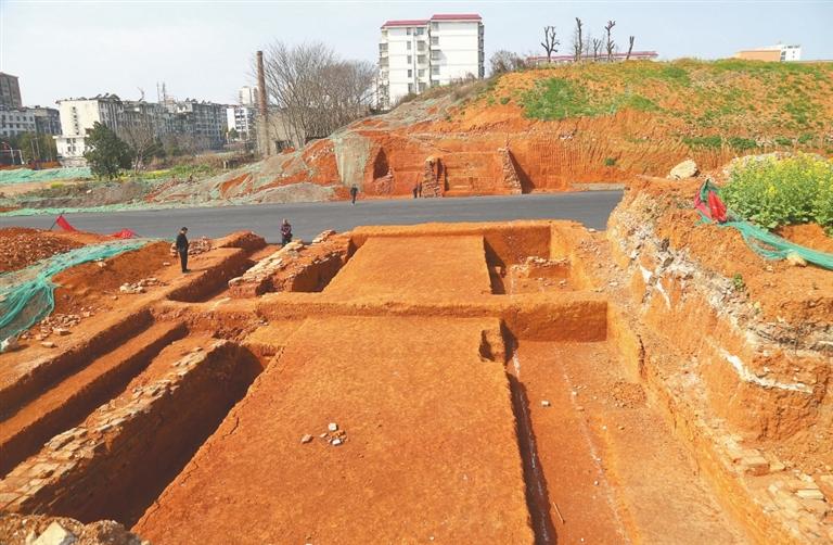 宜春市高士南路古城墙遗址。 记者 邹海斌摄