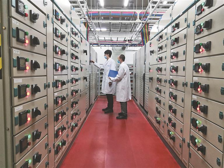 中国移动哈尔滨数据中心基础配套设备日常巡检。图片由中国移动哈尔滨数据中心提供