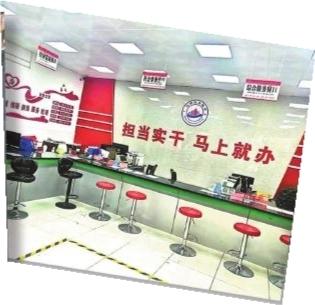 遂川县碧州镇便民服务中心空无一人。 本报记者 邹晓华摄