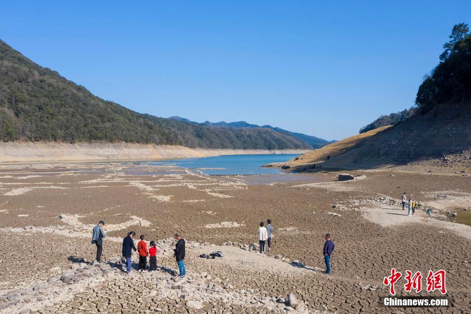 2月21日,位于浙江省宁波市海曙区章水镇皎口水库库底的大皎村遗址。