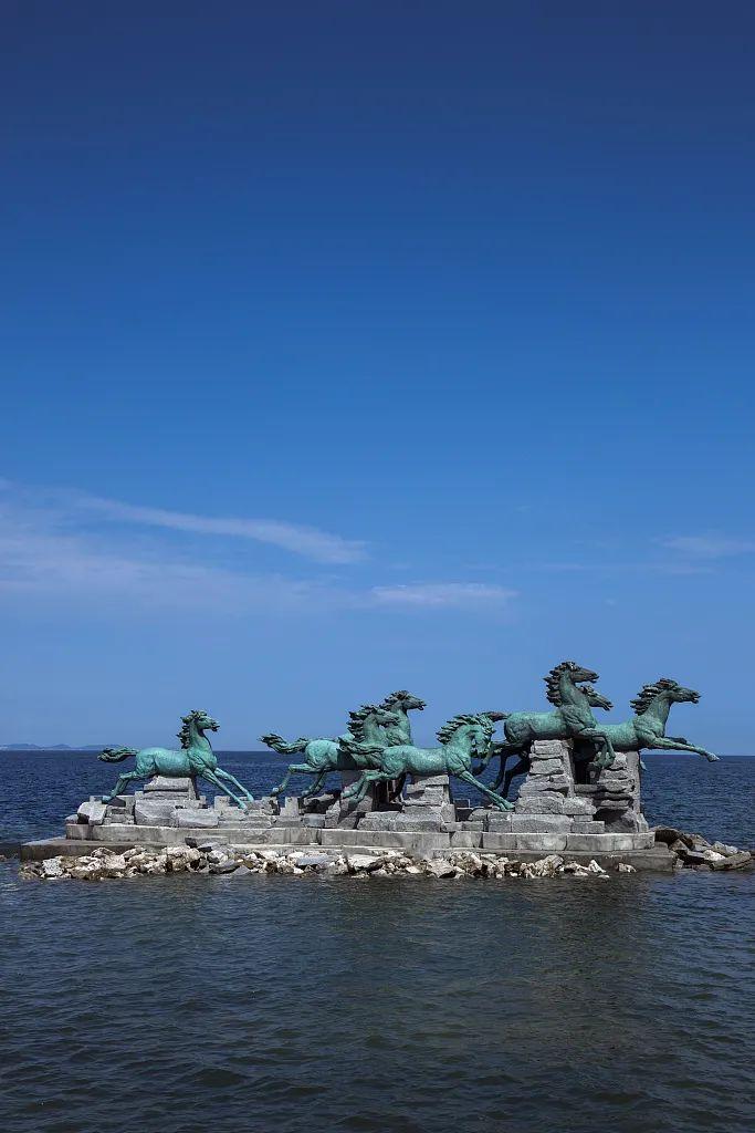 养马岛上骏马雕塑