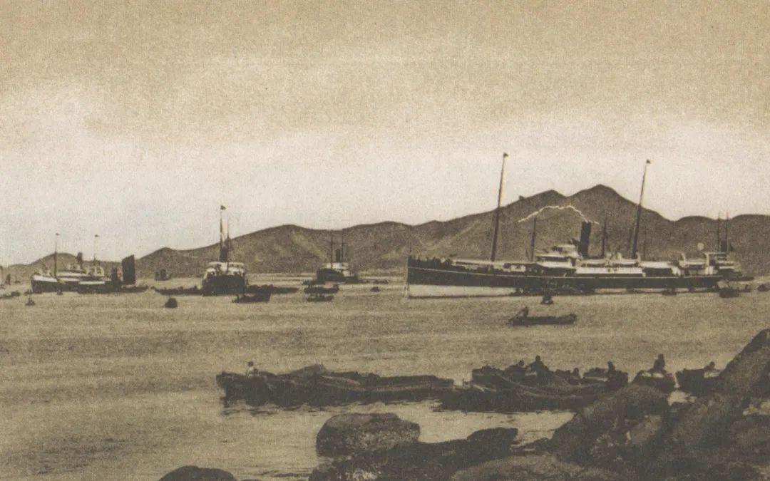 停泊在烟台港内的外国船队