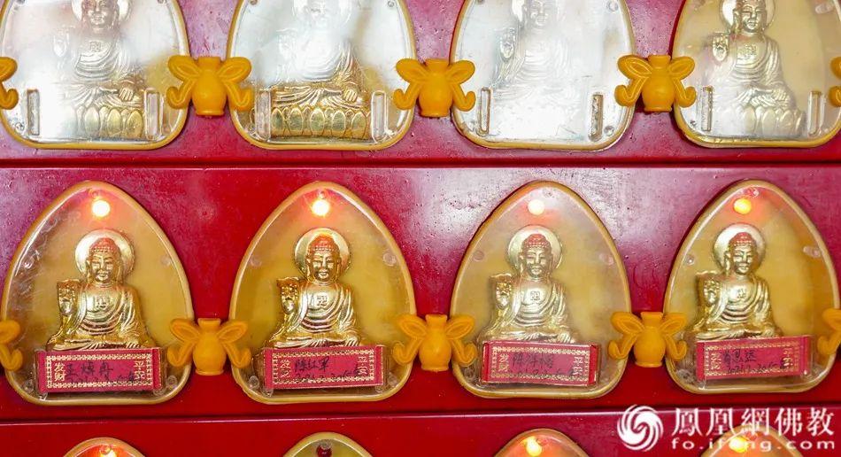 山东博山正觉寺为四位烈士在地藏殿供奉平安长明灯(图片来源:凤凰网佛教)